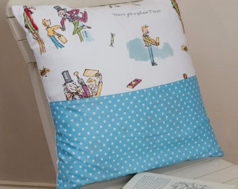 Charlie and the chocolate factory pocket pillow, Charlie and the chocolate factory pocket cushion, Roald Dahl pocket pillow, kids bedroom
