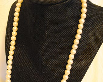 Faux Pearl necklace with gold clasp