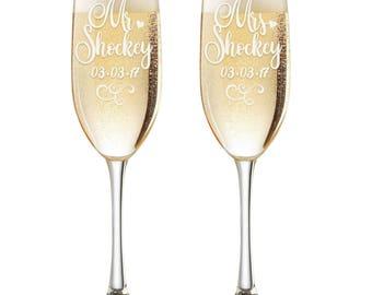 Personalized Wedding Flutes,  2 Toasting Flutes, Engraved Wedding Flute,  Mr and Mrs Toasting Flutes,  Toasting Champagne Flutes
