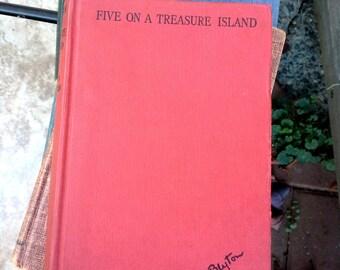 Enid Blyton, Five on a Treasure Island, Hodder & Stoughton, London, Illustrations by Eileen Soper, vintage childrens book
