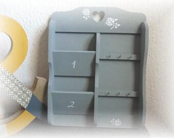 Shabby key and mail holder