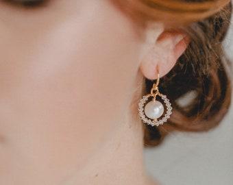 small round pearl earings, bridal earings, vintage earings, wedding earings, gold earings
