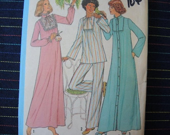 vintage 1970s Simplicity sewing pattern 8163 misses nightgown pajamas and robe size 14-16
