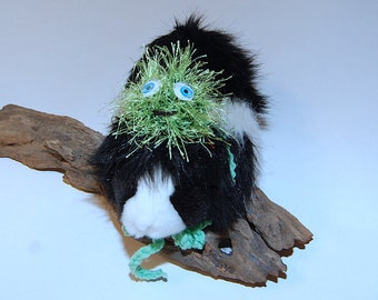 Happy Green Monster Hat for Pets Small Animals Rabbits Guinea Pigs Chinchillas Hedgehogs Clothing Costume Accessories