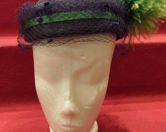 Original vintage 50er Jahre Hut in grün und blau mit Hutnetz und Federn 50s swing Pinup Hepcat