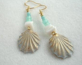 Earrings with scallop shells, light green and white earrings, shells with patina, gold plated