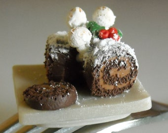 Christmas Yule Log Buche de Noel Christmas Cake Necklace, Polymer clay, 1:12 Miniature Miniature Food