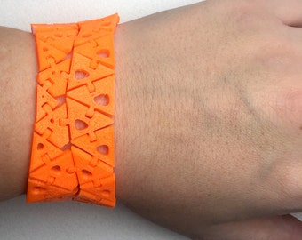 3D Printed Triangle Fidget Bracelet - Jewelry