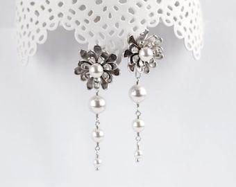 Flower earrings Dangle earrings Silver earrings Bridal earrings Flower bridal earrings Pearls earrings Floral jewelry White earrings 903