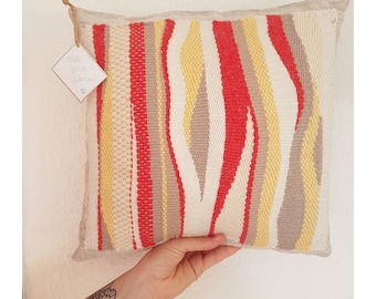 Cushion weaving coral & yellow