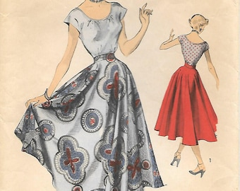 Size 12 Advance 5509 1950s Peasant Top and Full Circle Skirt Vintage Sewing Pattern Bust 30