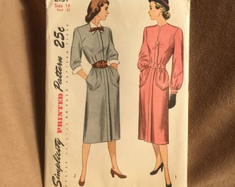 Vintage 40's Sewing Pattern, 40's Dress Pattern, Day Dress, Long Sleeve Dress Pattern, Simplicity 2137, Vintage Size 14, Bust 32, XS SMALL
