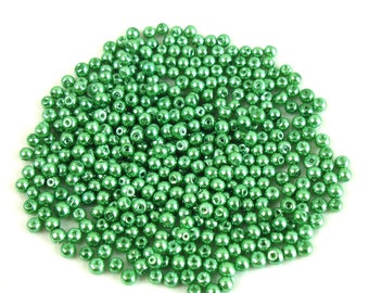 100 4 mm Pearl effect green glass beads