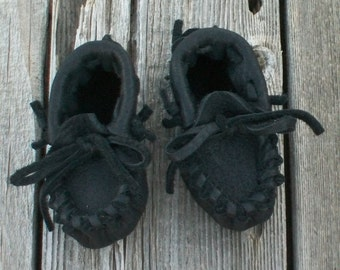 Handmade baby moccasins , black leather baby moccasins , newborn moccasins, custom moccasins,  soft infant shoes, crib shoes, baby gift