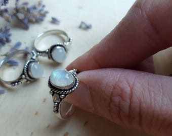 Silver Moonstone Ring, Moonstone Jewelry, Moonstone Ring Size 7, Rainbow Moonstone Ring, Moonstone Ring Size 6, Moonstone Crystal Gift