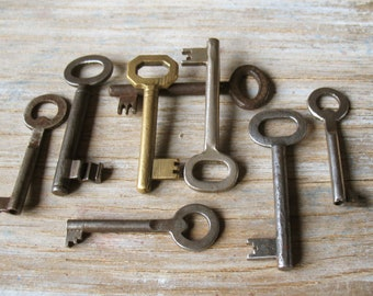 vintage skeleton keys - 8 genuine vintage iron and brass keys - wall decor, skeleton keys (S-17c)