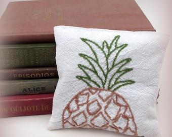 Large Dried Lavender Sachet - Vintage Pineapple Gift - Housewarming gift - Vintage Embroidered Linens - drawer sachet - tropical fruit