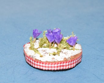 Easter table decoration made of wood bark and blue flowers