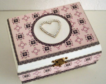 """Diamond heart"" jewelry casket box"
