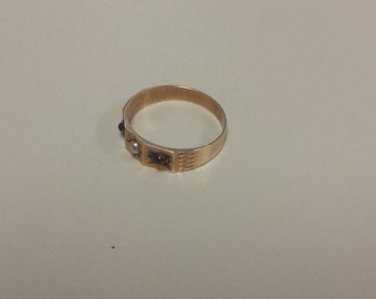 Antique Victorian 10K Yellow Gold Ring With Pearl and Garnet Cabochons