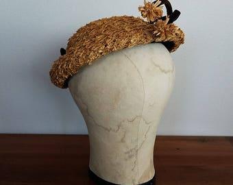 Vintage Hat. 1950s/50s straw flower hat. Mid century hat. 1950s hat. 50s hat. 1940s hat. 40s hat.