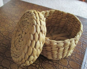 Vintage Woven Round Basket With Lid