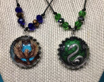 Bead accent Hogwarts house necklace - crown edge
