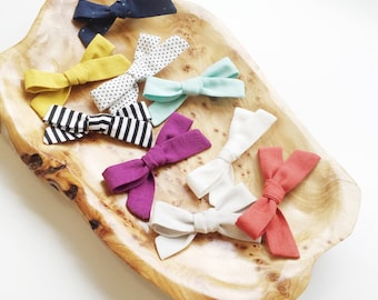 Choose your color // organic // cambridge cotton// cloud 9 // Tied School girl bows// nylon // clip