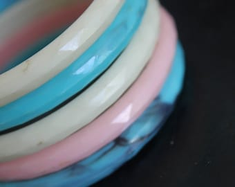 Set of 5 Vintage Bangles,Faceted 1980's Bangles, Bright Color Jewelry,Plastic bracelets, Multi Color, Pink/white/turquoise, 1980's jewelry