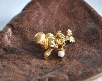 Vintage     Squirrel  Pin      Gold Tone