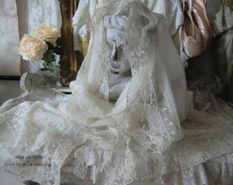 Frankreich antik ~ langer zarter Batist Schal Granfoulard Stola Tuch ~ feinste Tüllspitze ~ 256 x 41 cm ~ boudoir shabby chic