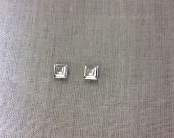 Studs has 4 claws square 8 MM square