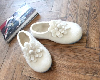 Bridesmaid Slippers Felted Felt Slippers White Flowers Felt Flowers Undyed wool Gift for Mom Slippers Wool Gifts Custom Color 6 Rubber Soles