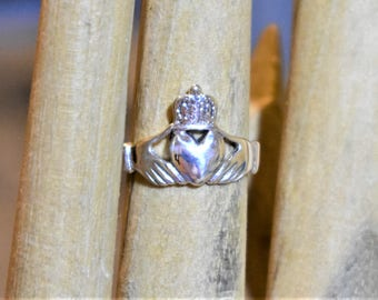 Vintage Sterling Silver Claddagh  Ring, size 6