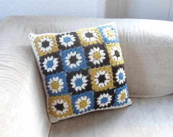 Crochet and fabric pillow cover / Brown