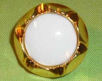 set of button fancy gold and White Center - set of 6.