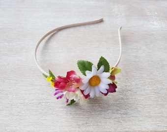 Daisy flower headband Blondie girl Flowergirl headpiece Floral hair piece Springtime flower headband Fairy princess Bridesmaids flowers