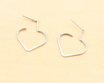 Delicate Heart Earrings - Gold