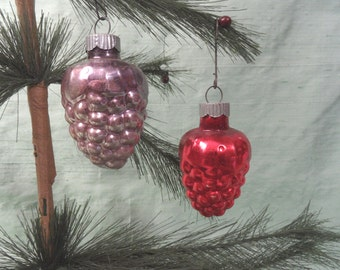 Glass grape bunch ornament pair / vintage Shiny Brite / feather Christmas tree ornament / bauble