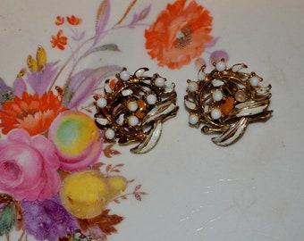 Vintage Clip White Glass Beads Cluster Earrings