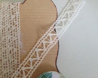Very fine antique bobbin lace