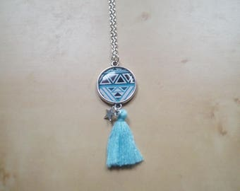 Cabochon necklace with light blue tassel