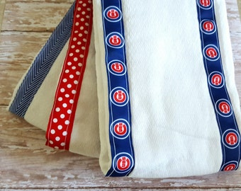 Set of 3 Burp Cloths// Chicago Cubs Burp Cloths// Baby Shower Gift// Blue and Red Burp Cloths// Cubs// Baby Burp Rags// Neutral Baby Gift
