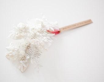 Braut Kopfschmuck, Spitze Braut Kopfschmuck, Spitze Haare kämmen, Hochzeit Kopfschmuck, Braut Haarkamm, Kristall-Kopfschmuck - Blätter der Liebe