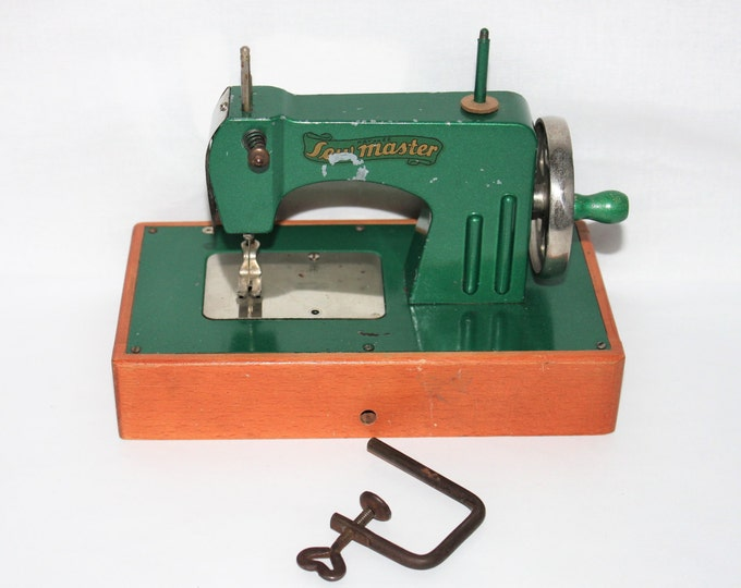 Vintage 1940s Sew Master little Sewing Machine