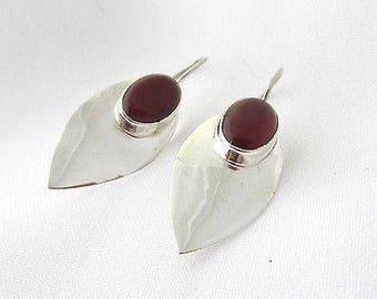 Minimalist earrings in 925 Silver shaped leaf and carnelian