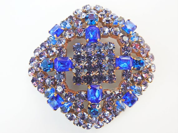 Large brooches and pins VINTAGE and blue.