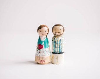 Custom Peg doll Family with dog. Cake Toppers with dog. Personalized peg family. Custom peg people with dog or cat. Wooden peg