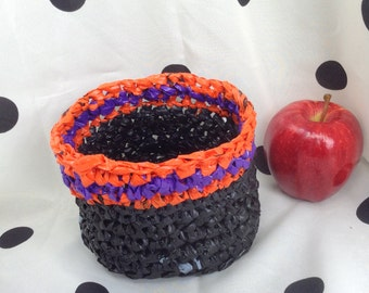 Plarn Basket in Halloween Colors - Perfect for trick or treat candies