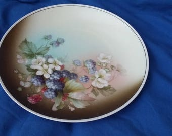 Vintage Blackberry Fruit Decorative Plate.